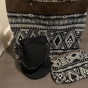 Thirty one purse zipper pouch and wine holder